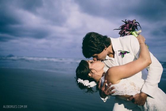 Casamento_Praia_Gaiana_TaisPuntel_Roxo_27